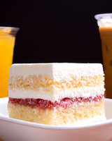 Cake_two_drinks_9725_16x20